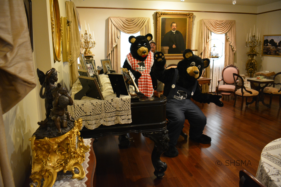Papa Bear entertains the museum staff