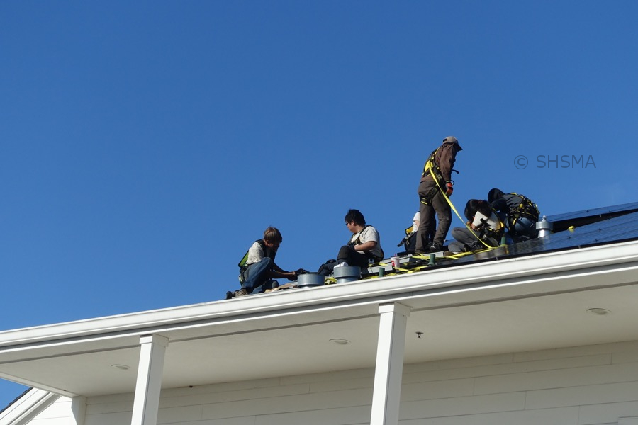 Closeup of crew on the roof, February 27, 2016