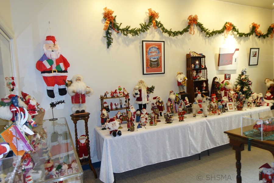 2016holidayexhibit05