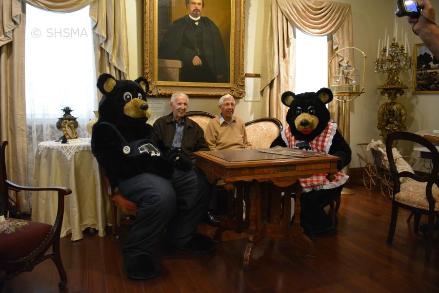 the bears and the Tikvica brothers in the parlor